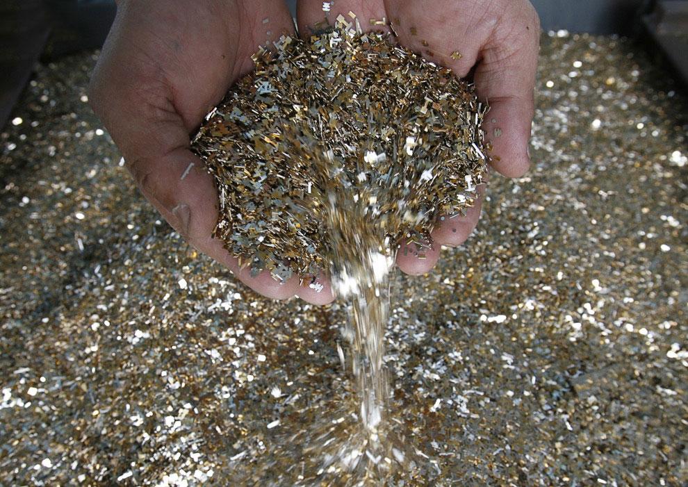 Где находится золото в плате