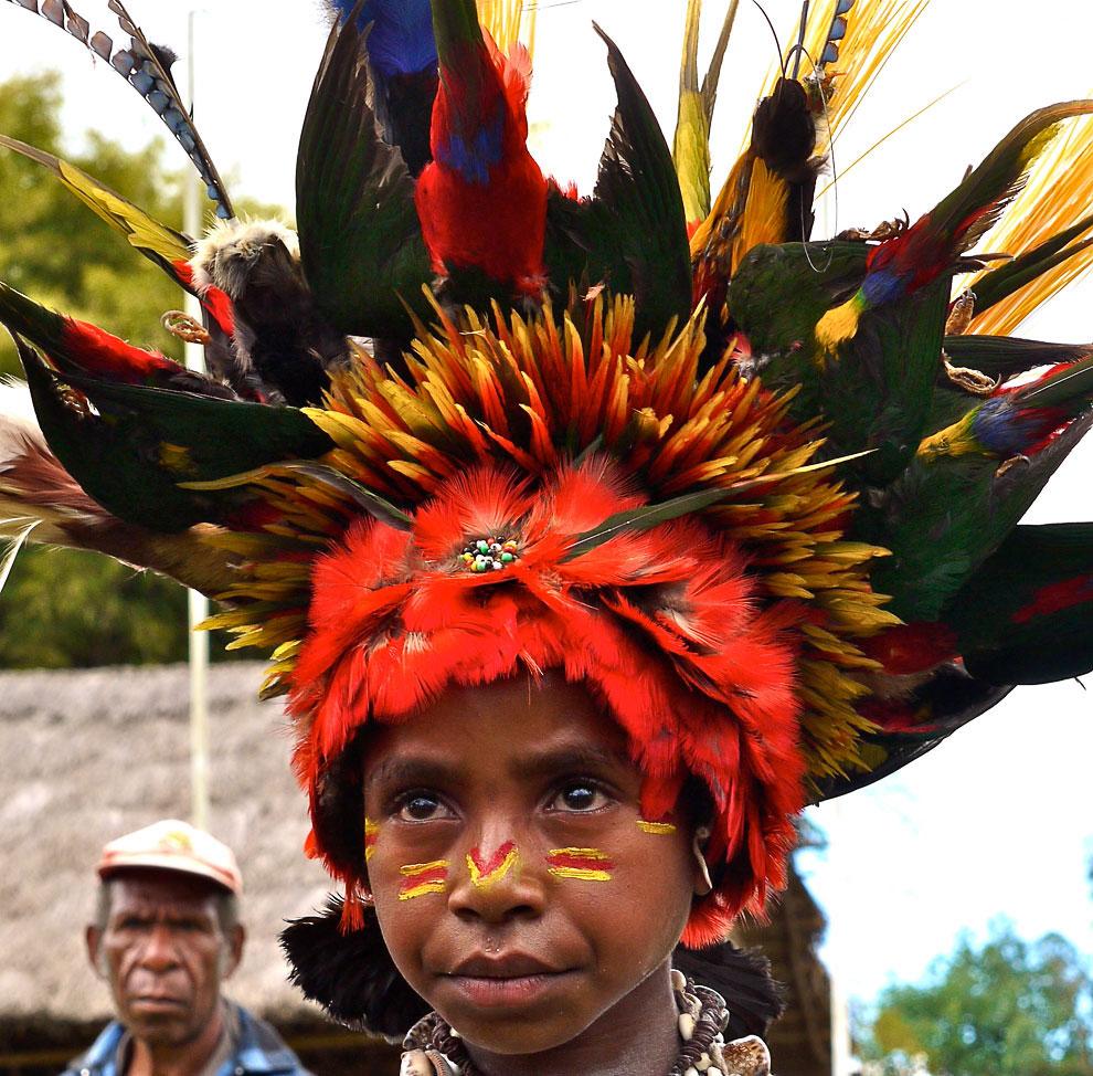 Разноцветные папуасы из Папуа-Новая Гвинея