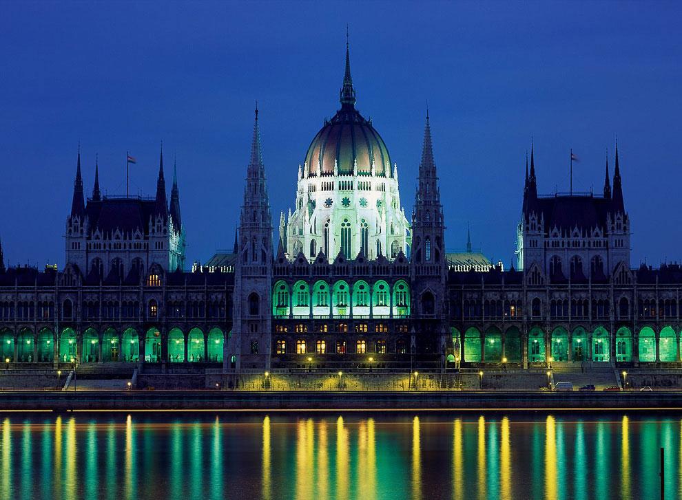 Самым большим зданием Венгрии является Парламент