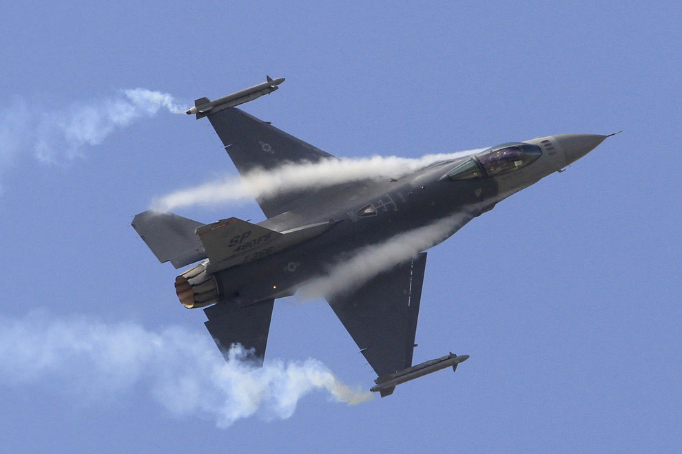 Американский истребитель F16