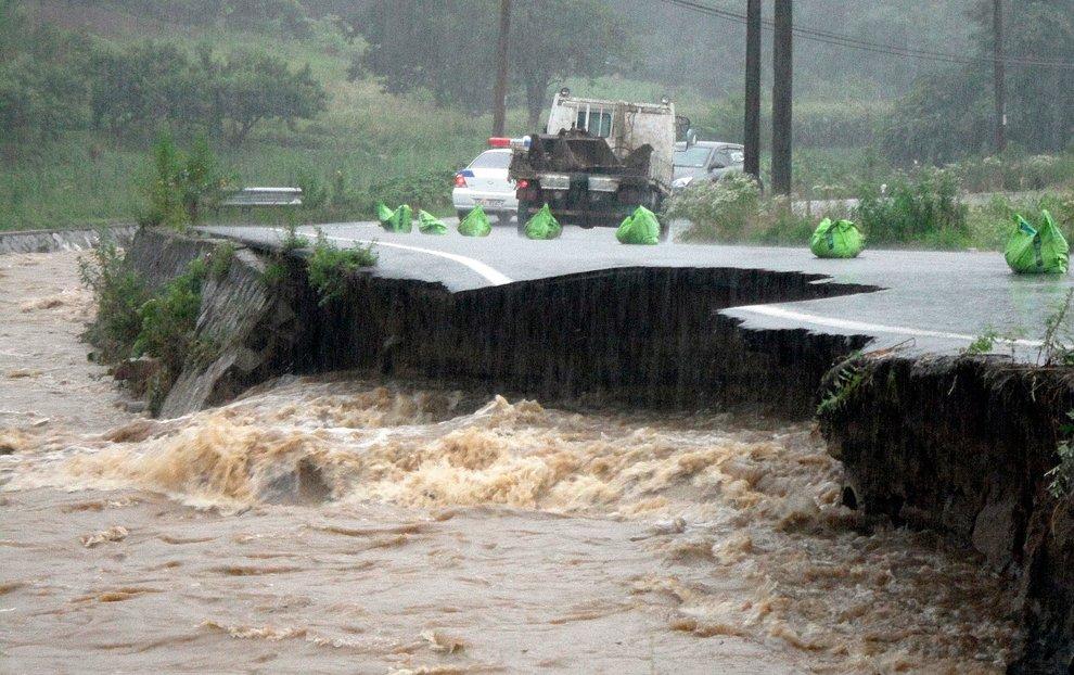 Стихийное бедствие в Южной Корее: наводнение и оползни
