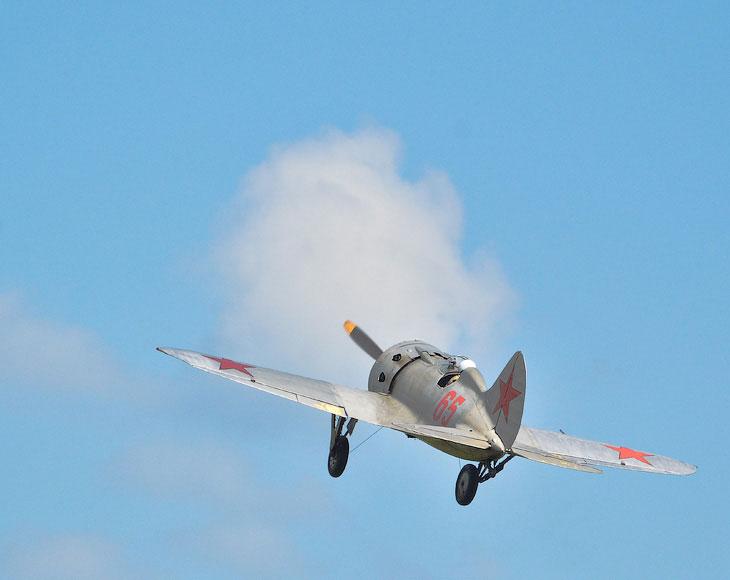 Полет истребителя И-16 «Ишак» 30-х годов