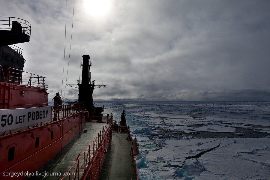 Атомный ледокол и льды