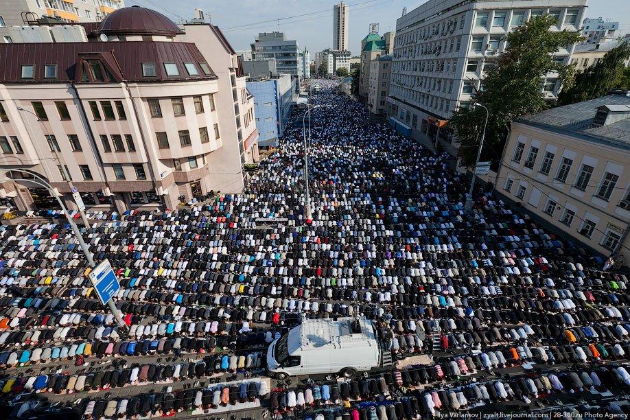 Мусульманский праздник Ураза-Байрам в Москве