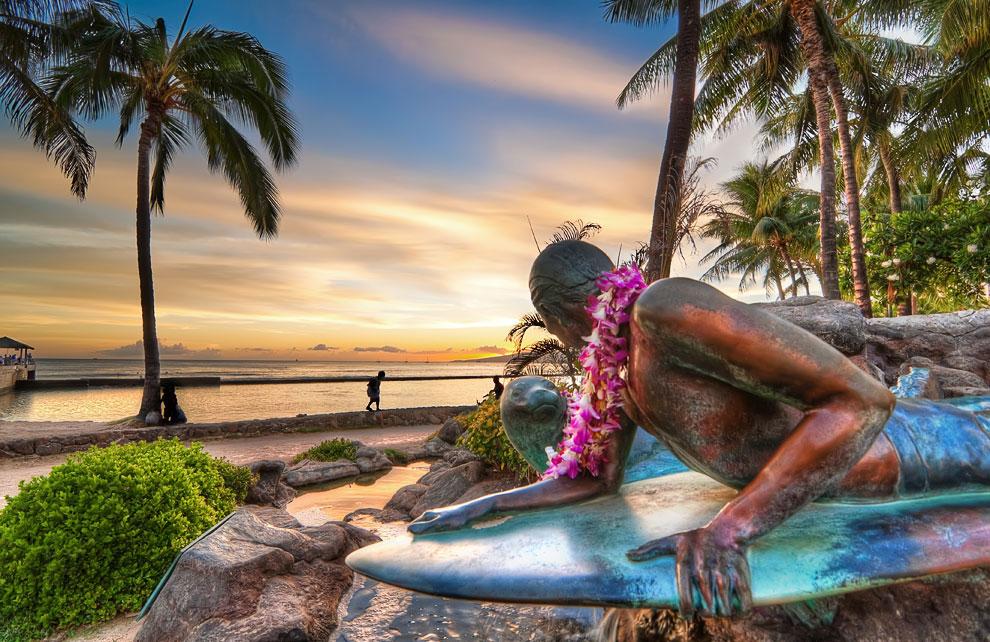 Закат на Гавайях и монумент