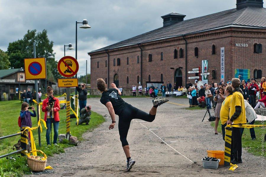 Каждый год в Финляндии проходит чемпионат мира по метанию мобильных телефонов.