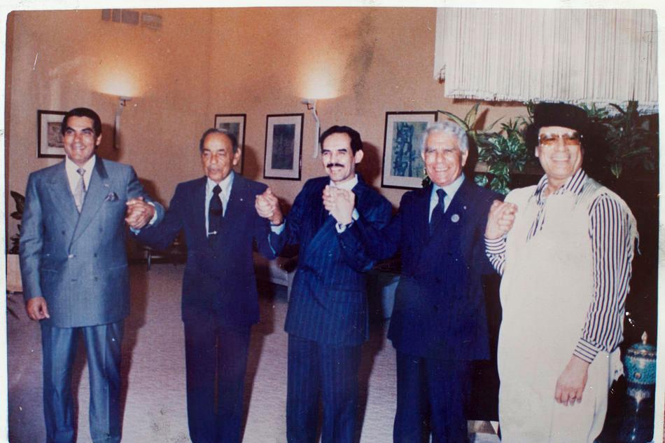 Второй президент Туниса Зин эль-Абидин Бен Али, король Марокко Хасан II, президент Мавритании Маауйя Ульд Сид Ахмед Тайя, президент Алжира Шадли Бенджедид и полковник Муаммар Каддафи
