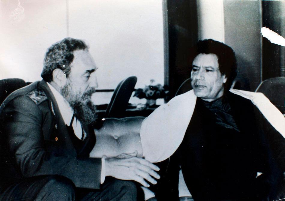 Полковник Муаммар Каддафи и кубинский лидер Фидель Кастро