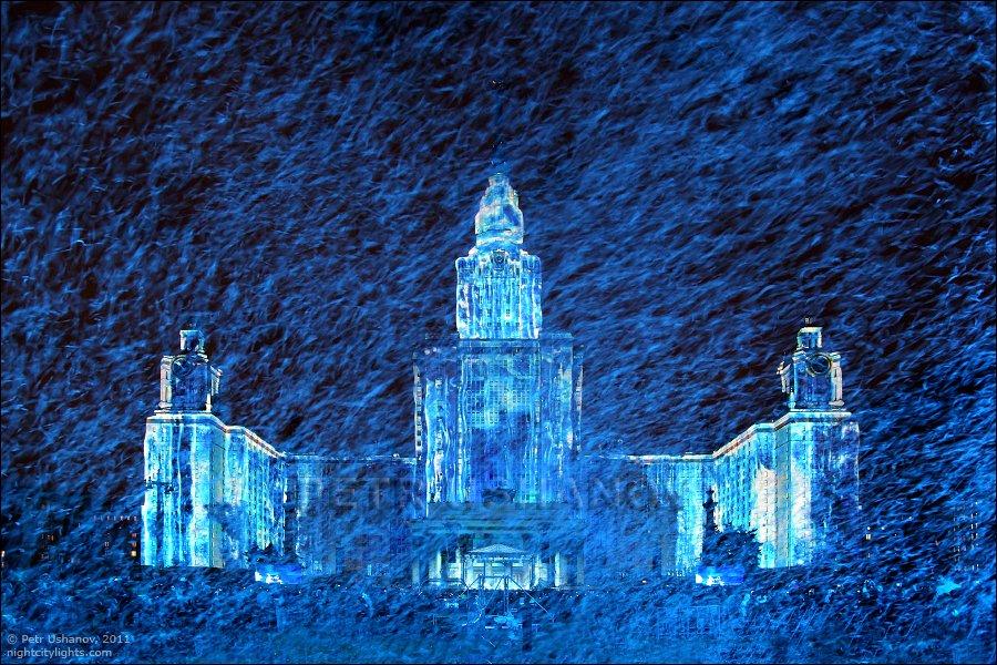 Лазерное шоу на стенах МГУ