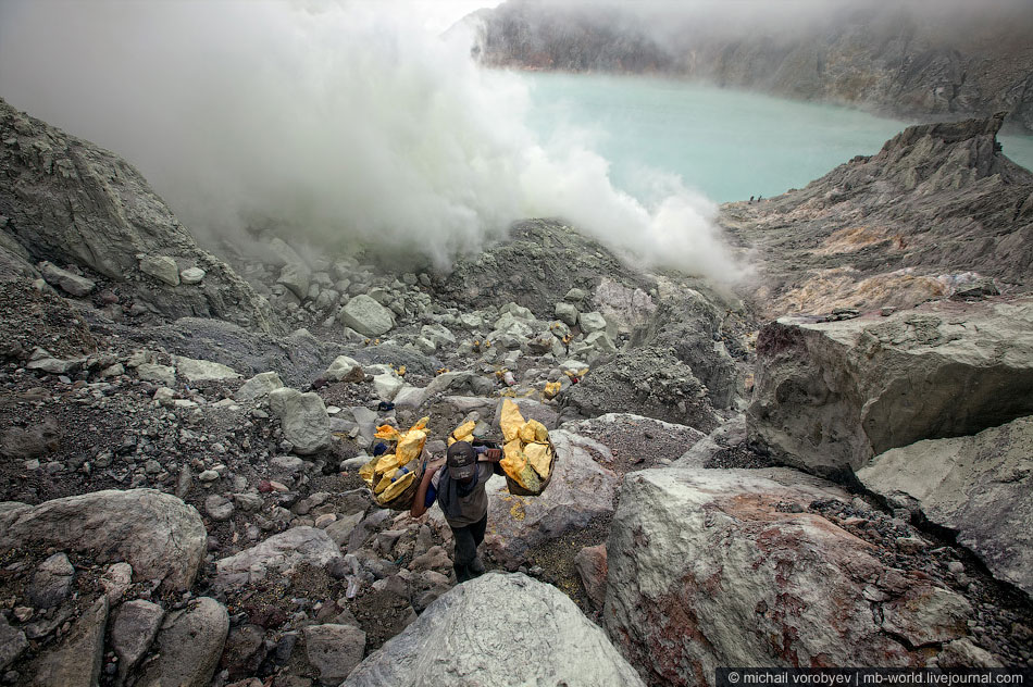 Путешествие в ад: кратер вулкана Кава Иджен на острове Ява