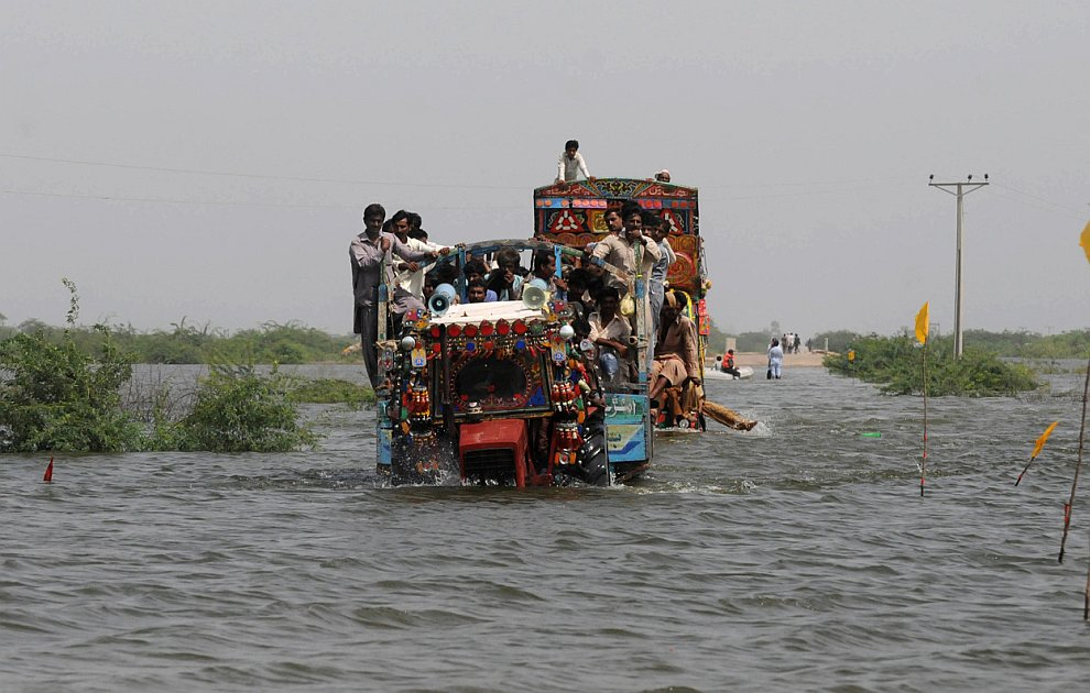 essay on floods in pakistan The problem of floods in pakistan is not new as it dates back to the year of independence 1947 when the first major flood hit pakistan since then eight more floods of even greater magnitude in.