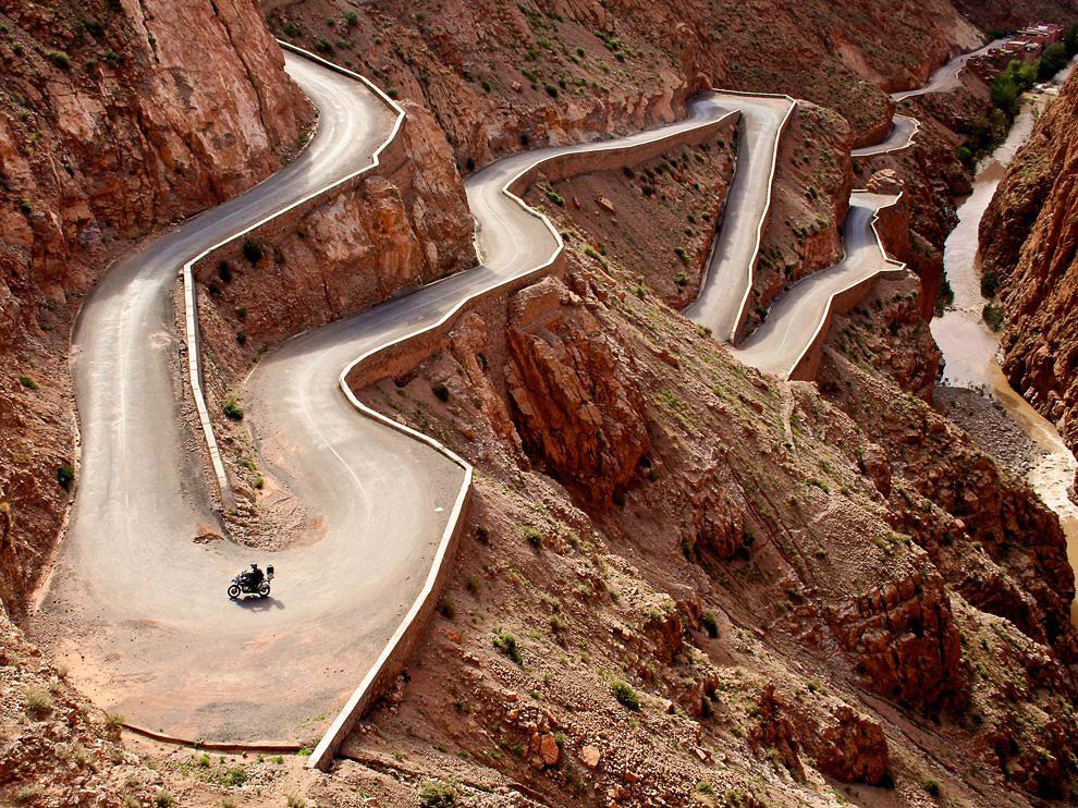 Серпантин в Атласских горах, Марокко