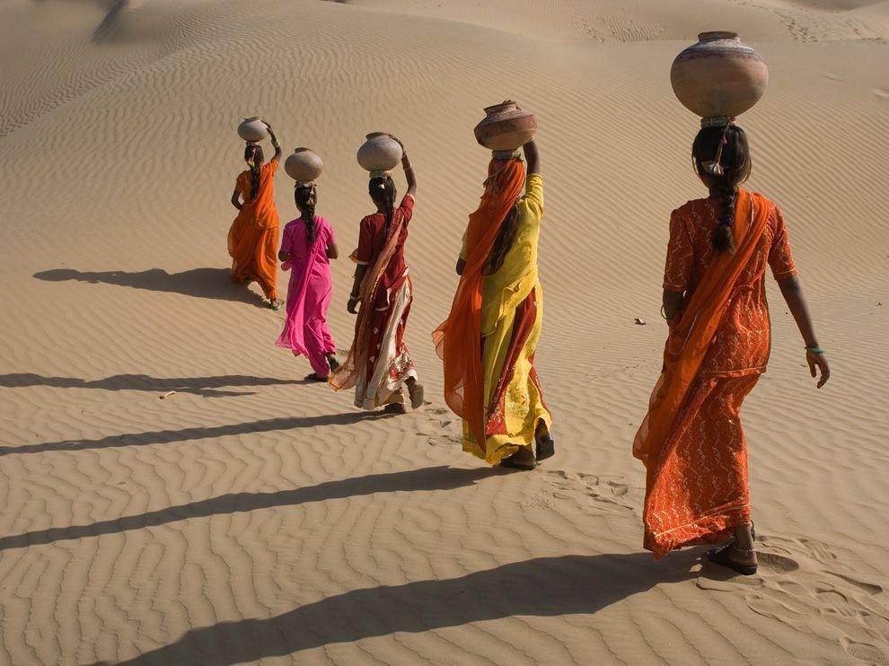 Плывущие в пустыне, Раджастан, Индия