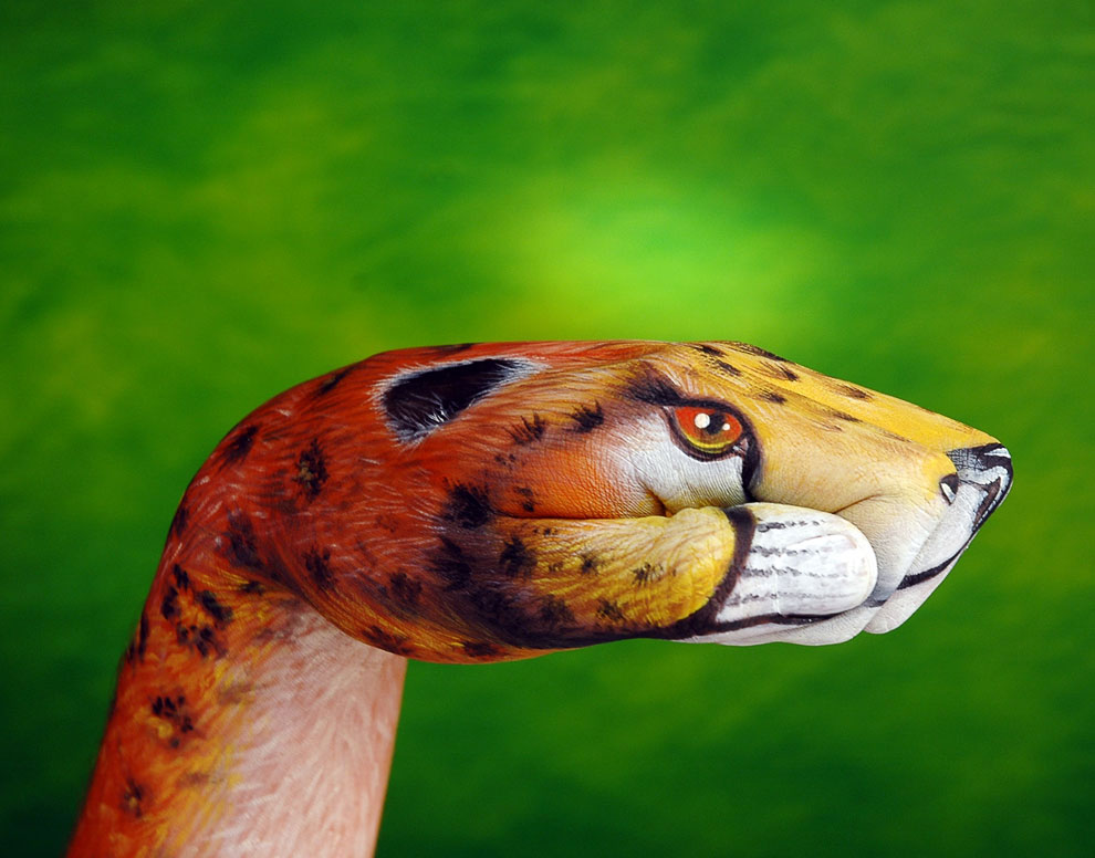Необычный бодиарт: протяни руку дикой природе