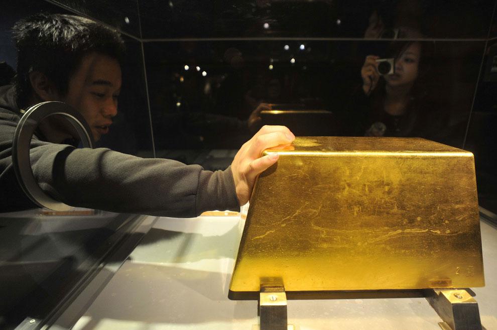 Слиток золота весом 220 кг