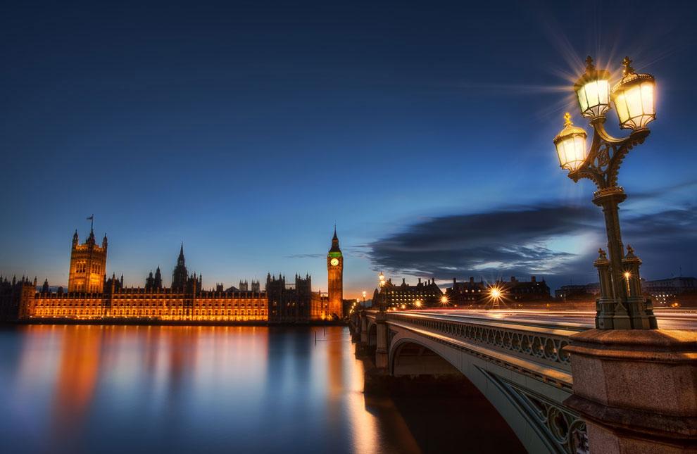 Вестминстерский мост через Темзу и здания парламента в Лондоне