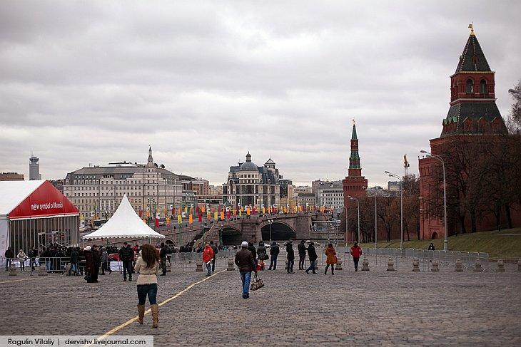 ё-мобиль у Кремля в Москве