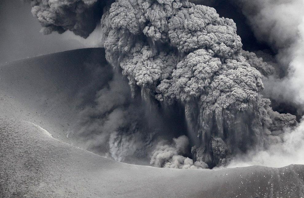 Извержение вулкана Синмоэ