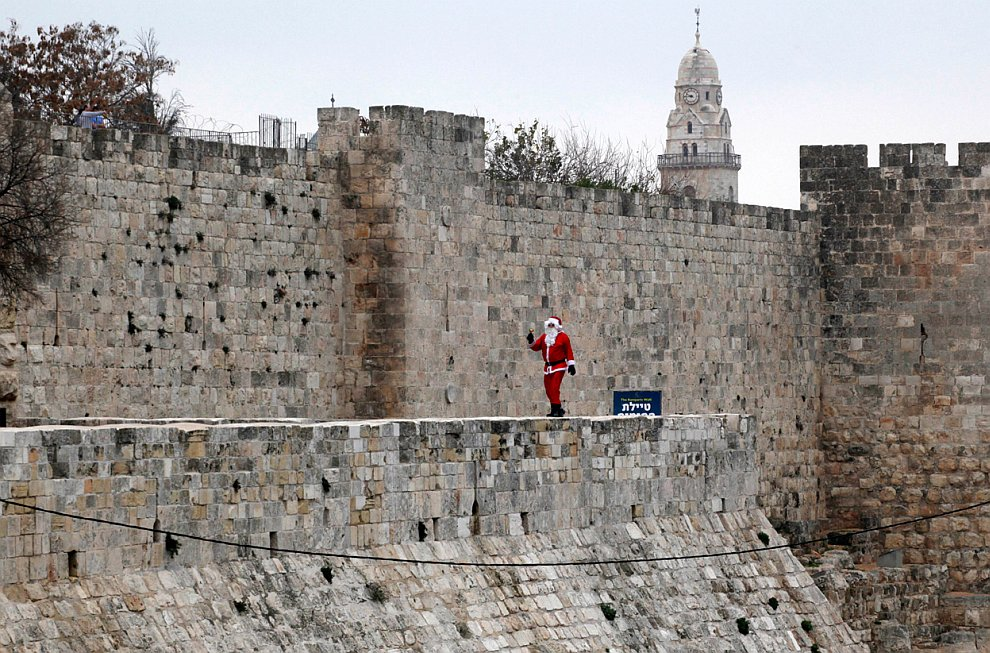 Предновогоднее нашествие Дедов Морозов