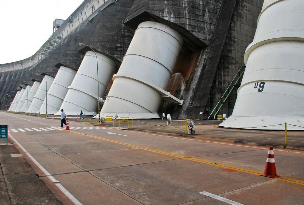 Итайпу — крупнейшая ГЭС в мире