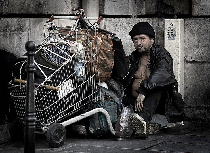 Люди без определенного места жительства
