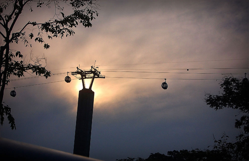 The cable car to the island of Sentosa (Singapore)