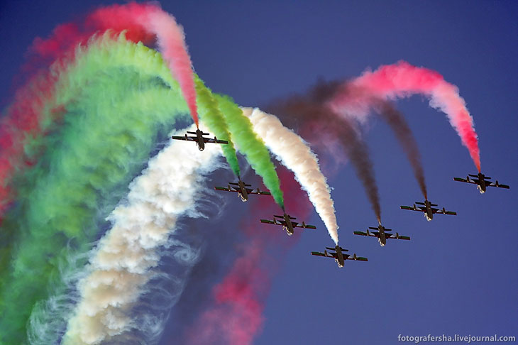 Выступлении пилотажной группы на авиашоу в королевстве Бахрейн