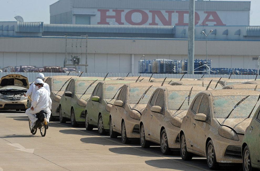 Утилизация автомобилей компанией Honda после наводнения в Таиланде