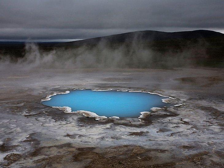 Пруд с горячей водой в Исландии