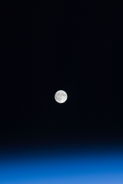 Луна и земная атмосфера