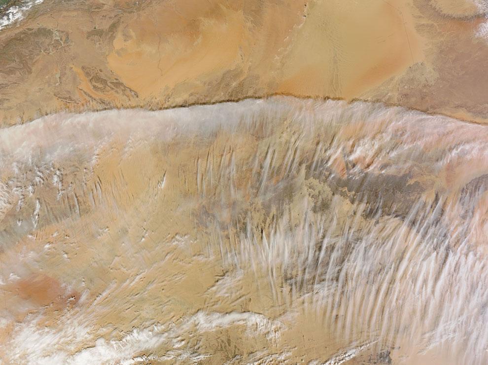 Облака над пустыней Сахара