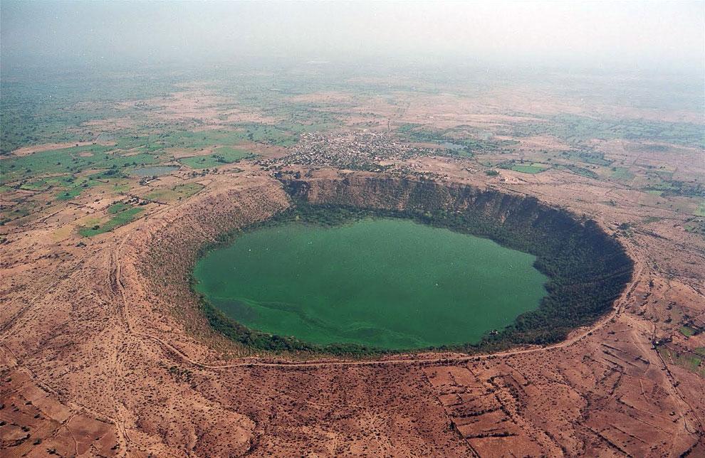 Кратерное озеро Лонар (Махараштра, Индия)