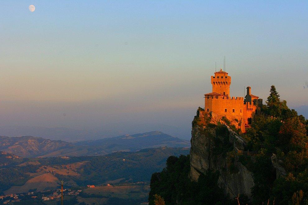 24 Сан-Марино — одно из самых маленьких государств в мире