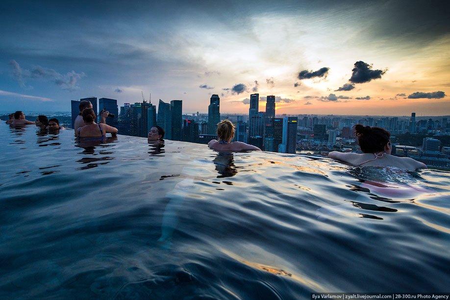 Отель Marina Bay Sands в Сингапуре: бассейн на краю бездны