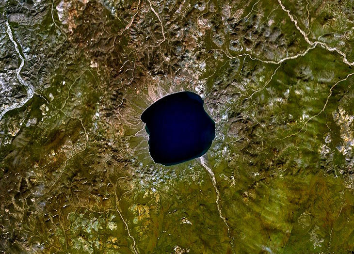 Ельгигитгин - озеро кратера на Чукотці