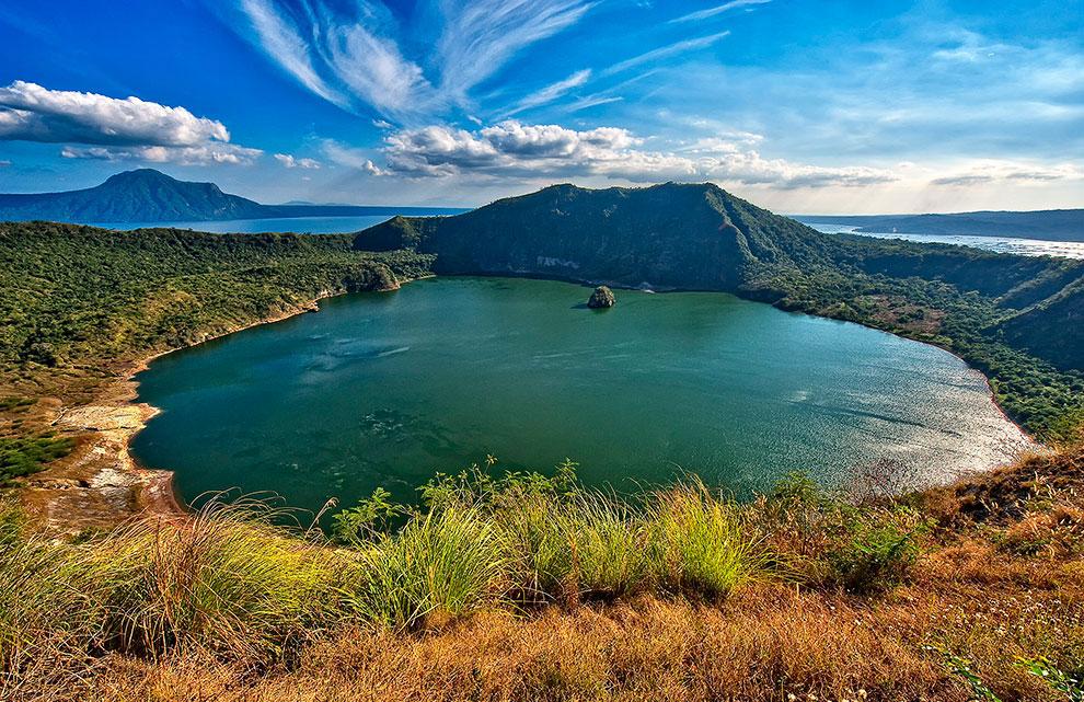 Кратерное озеро на вулкане Таал, Филиппины