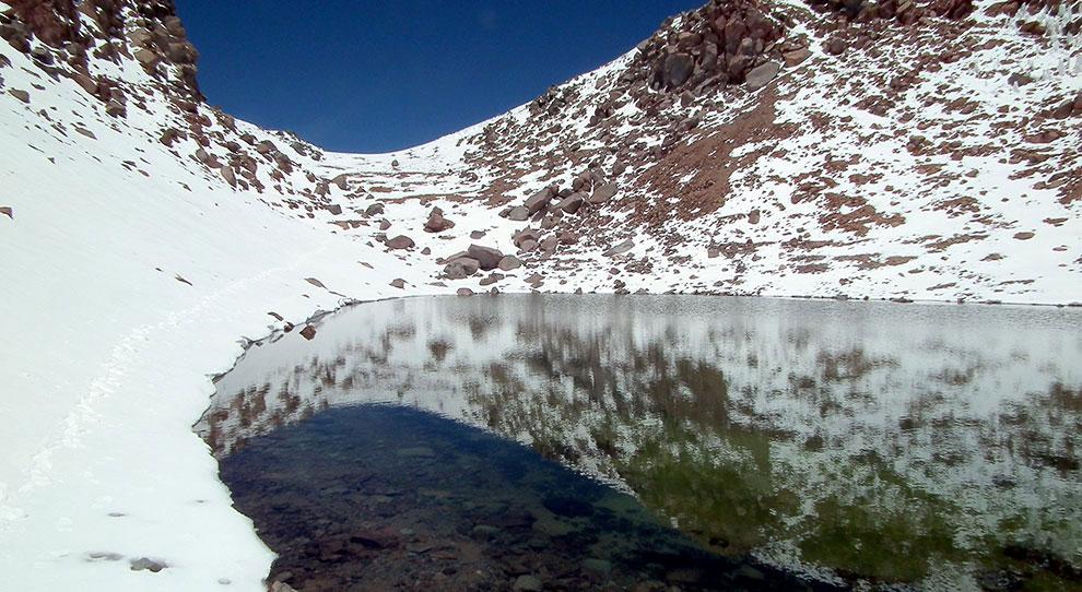 Кратерное озеро на Ликанкабуре, Чили