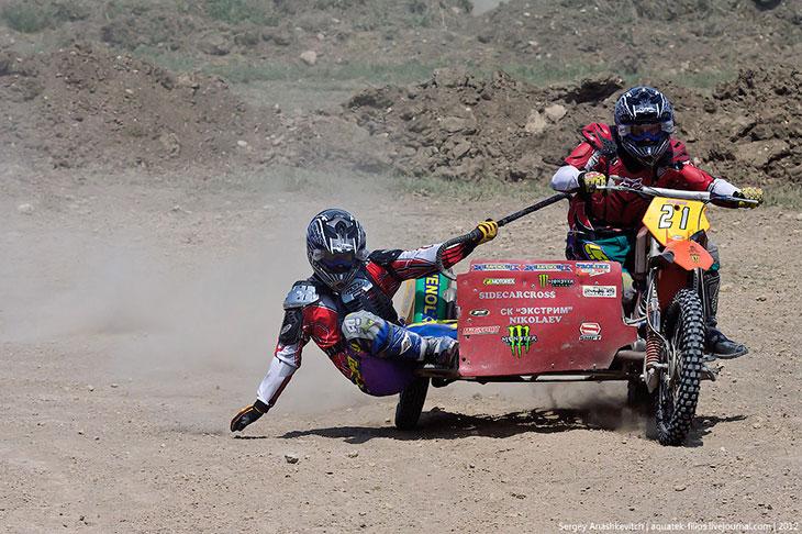 Гонки на мотоцикле с коляской