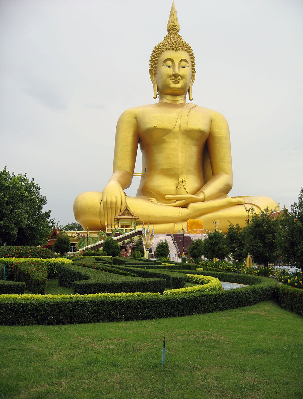 Статуя Будды в Анг Тонг
