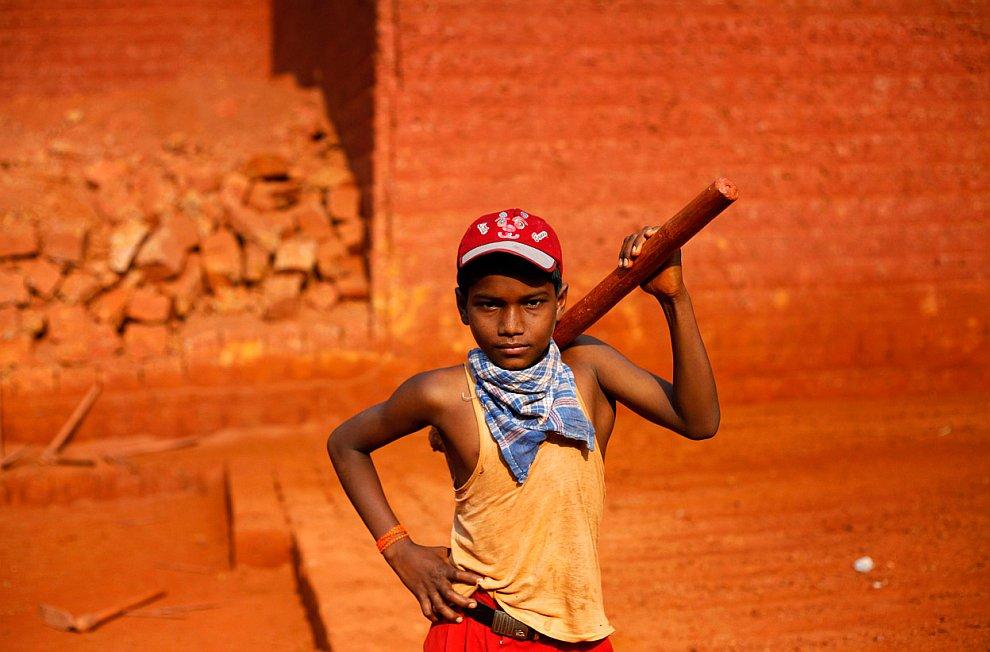 Всемирный день борьбы с детским трудом. Маленькие работники
