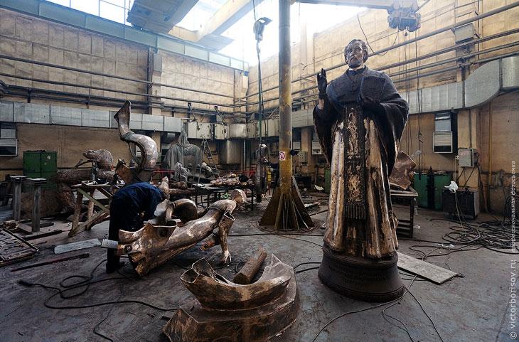 Как делают скульптуры и памятники