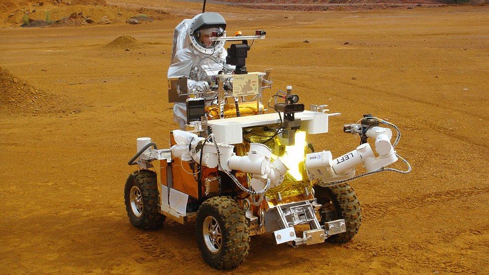 Первое испытание марсохода и космического скафандра Aouda X