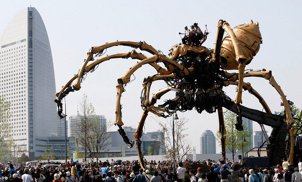 Гигантский механический управляемый паук