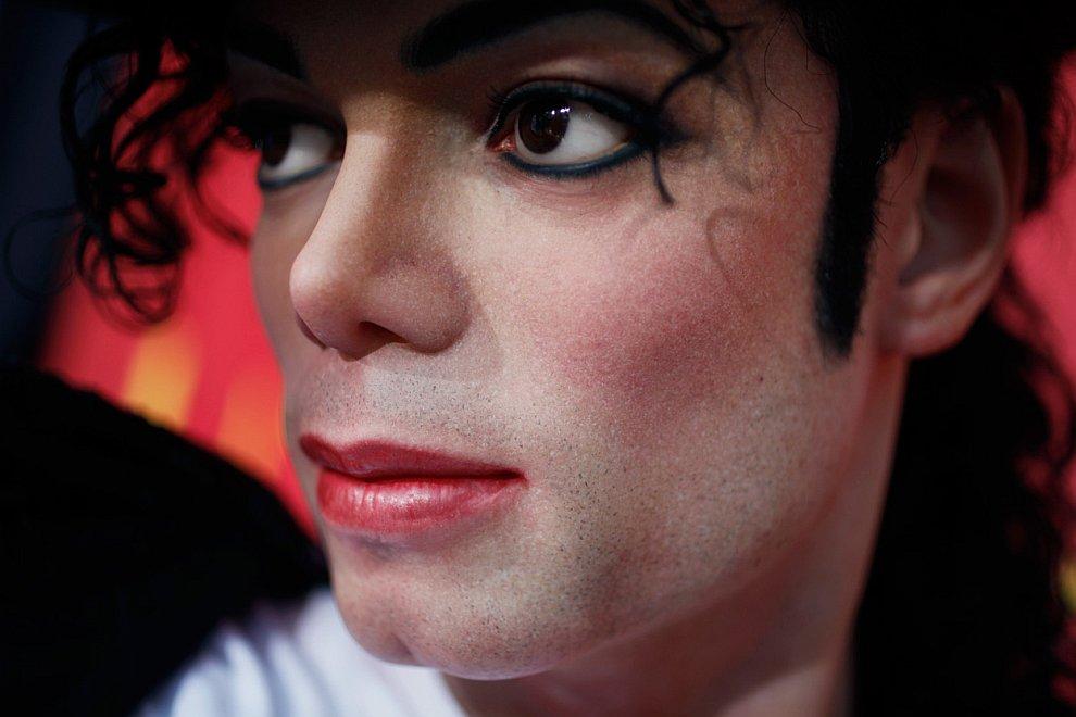 Реалистичная восковая фигура Майкла Джексона
