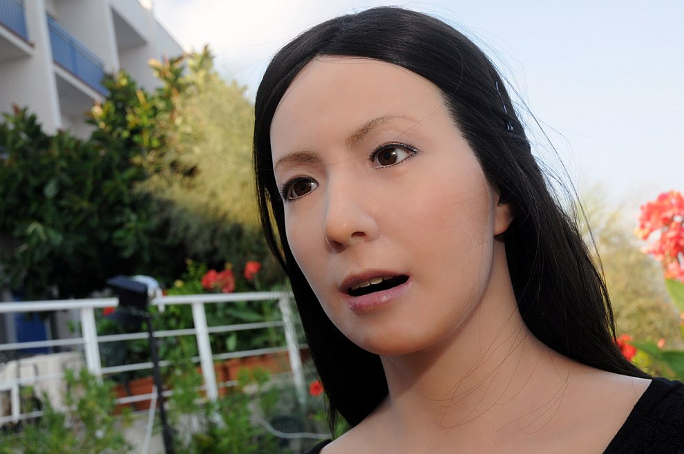 Робот-актриса из Японии