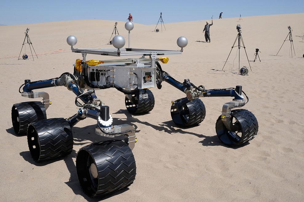 Симуляция движения марсохода Curiosity по поверхности Марса