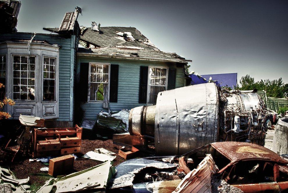 Место авиакатастрофы или декорации на знаменитой Universal Studios в Голливуде