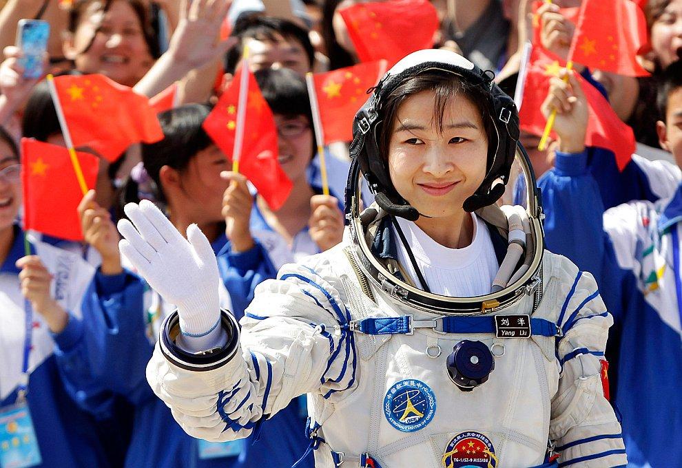 Первая женщина-космонавт Китая, 33-летняя Лю Ян