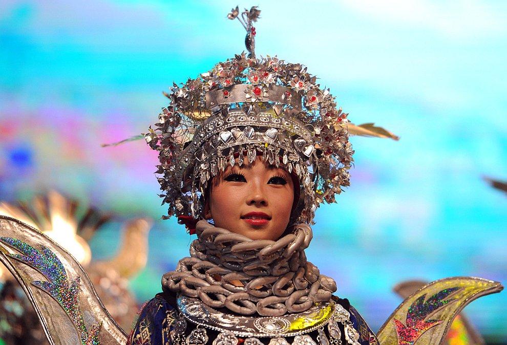 Песни и пляски на празднике «Красочный Гуйчжоу»