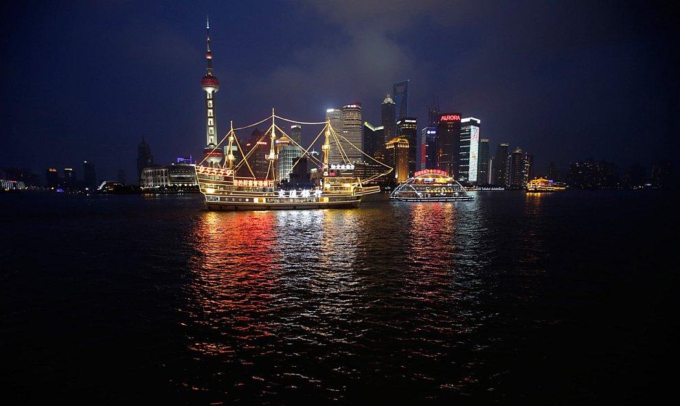 Небоскребы в вечернем Шанхае